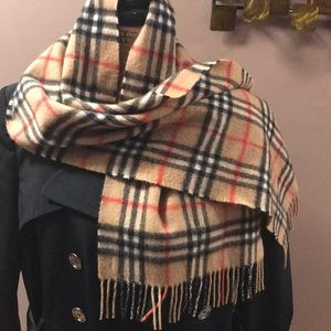 🔥🔥 Vintage Burberry's of London scarf